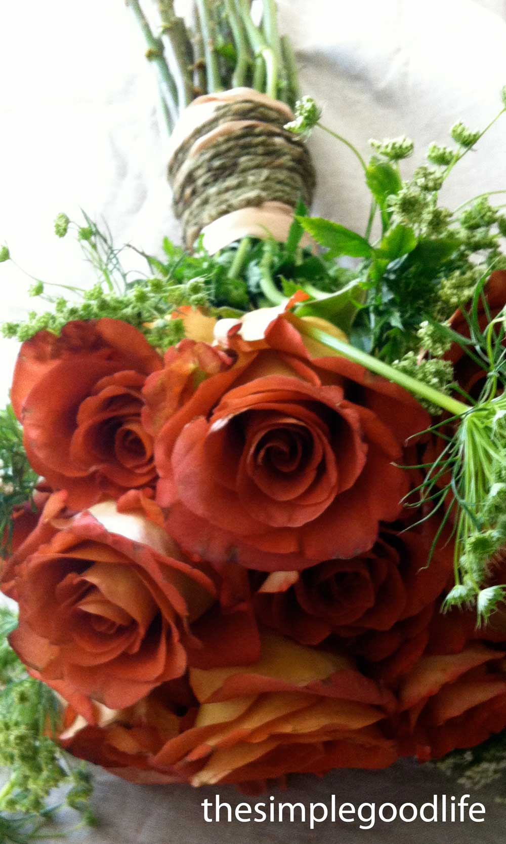 Rose And Rope Wedding Bouquet And Table Arrangement Idea
